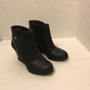 Reaction by Kenneth cole wedges booties size 6